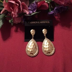 4/$30 SALE-New Erica Lyons Gold tone Drop Earrings